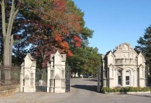 Woodlawn Cemetery (wikipedia.com)